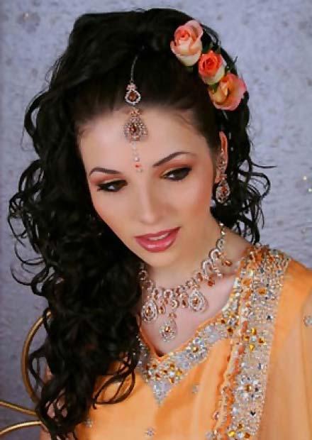 Coafura in stil indian cu flori in par, Foto: stylecraze.com