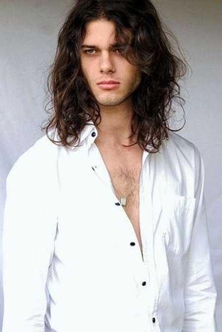 Coafura trendy pentru barbati cu par mediu ondulat, Foto: mens-hairstyle.com