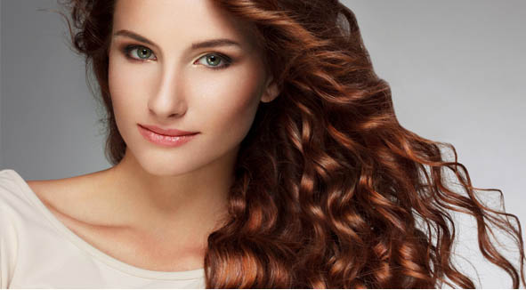 Coafura trendy pentru par lung ondulat, Foto: hairstylese.com