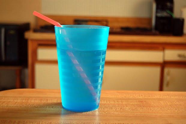 Consumul de apa ajuta la hidratarea corpului