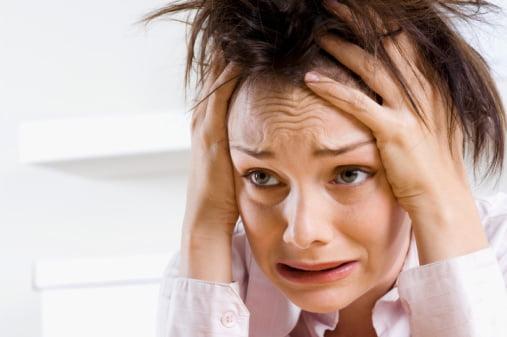 Persoana coplesita de o stare de anxietate, care are un atac de panica, Foto: modernmedicalguide.com