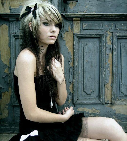 Coafura emo pentru tinere cu par lung, Foto: coiffures-actuelles.com