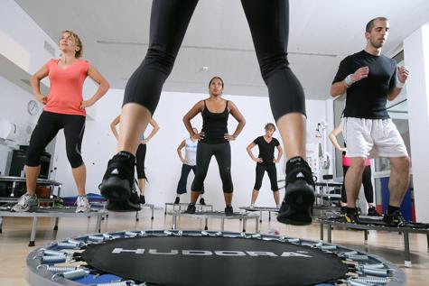 Antrenamente la trambulina elastica in sala speciala de fitness, Foto: bowen1015.weebly.com