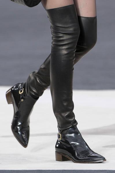 Cizme cu catarama pentru femei, marca Chanel, Foto: thebestfashionblog.com