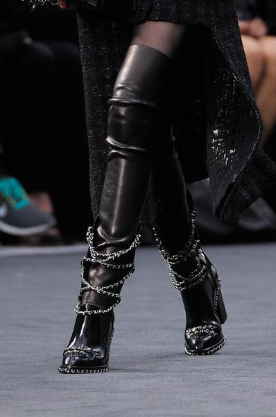 Cizme lungi peste genunchi, din piele pentru femei, marca Chanel, Foto: thebestfashionblog.com