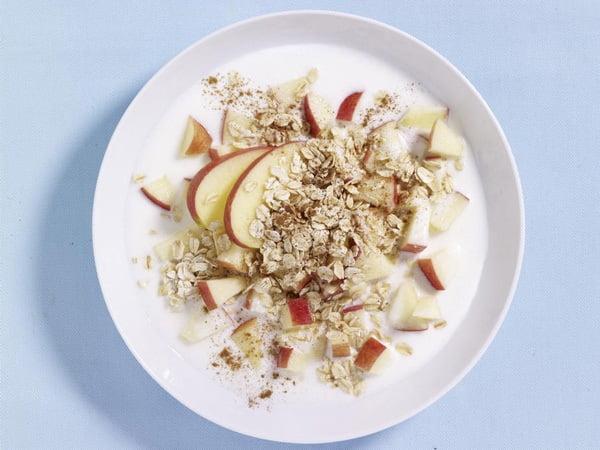 Fulgi de tarate de grau cu felii de mere si iaurt., Foto: wunderweib.de