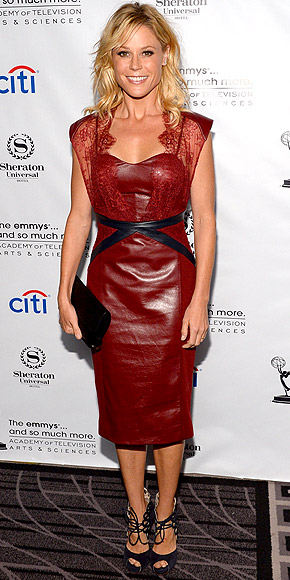 Julie Bowen intr-o rochie din piele grena marca Catherine Deane, Foto: http: fashionrollcall.com