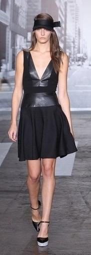 Rochie cu insertii din piele marca DKNY, Foto: gorodmod.com