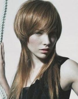 Tunsoare asimetrica pentru femei cu par lung, Foto: m.vietgiaitri.com