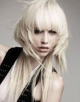 Tunsoare trendy pentru femei cu par lung si blond, Foto: m.vietgiaitri.com