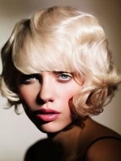 Coafura retro pentru femei cu par scurt si blond, Foto: modelatucabello.blogspot.ro