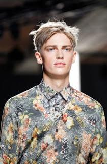 Camasa cu imprimeu floral la moda in 2013, Foto: fashiontrendsomen.blogspot.com