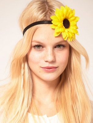 Coafura cu floare si diadema pentru adolescente, Foto: modelatucabello.blogspot.ro