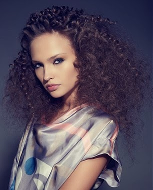 Coafura curly moderna in 2013, Foto: modelatucabello.blogspot.ro