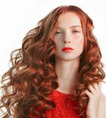 Coafura curly pentru femei cu parul roscat, Foto: modelatucabello.blogspot.ro