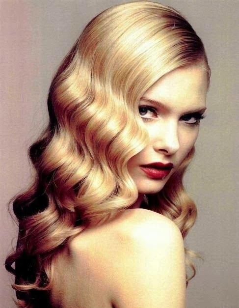 Coafura in stil retro pentru femei cu parul lung si blond, Foto: modelatucabello.blogspot.ro