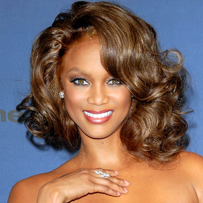 Coafura pentru femei cu par de lungime medie cu bucle mari, Foto: hairstylesforovalfaces.scriptoor.com