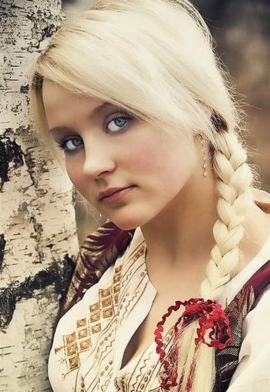 Coafura pentru femei cu par lung si blond, Foto: onilnegirls.blogspot.ro
