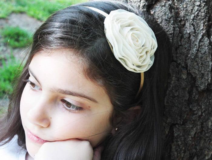 Coafura simpla cu diadema, Foto: modelatucabello.blogspot.ro