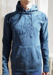Hanorac albastru cu model cu dragon, Foto: riccardotisci.blogspot.ro