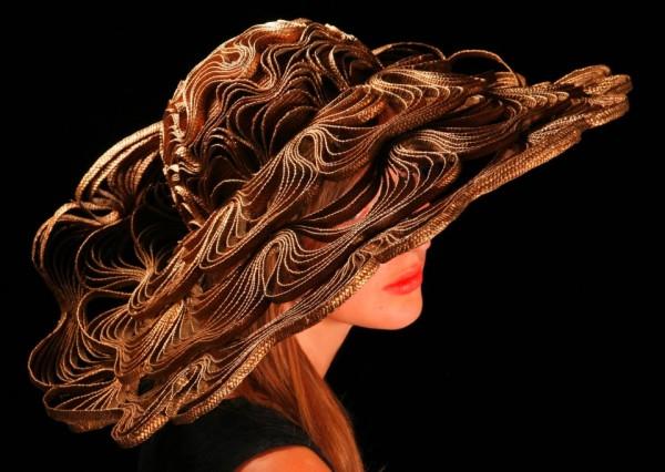 Palarie eleganta creatie Bailey Tomlin, Foto: hatshaveit.blogspot.ro