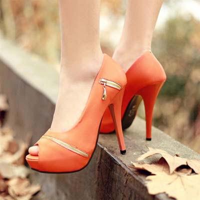 Pantofi cu orament tip fermoar, Foto: fashiontrends11.blogspot.ro