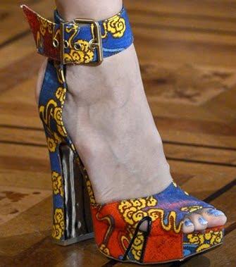 Pantofi pentru femei la moda in 2013, marca Vivienne Westwood, Foto: shoerazzi.com