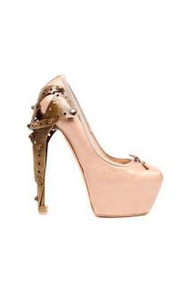 Pantofi roz Alexander McQueen, Foto: fashioonfever.blogspot.ro