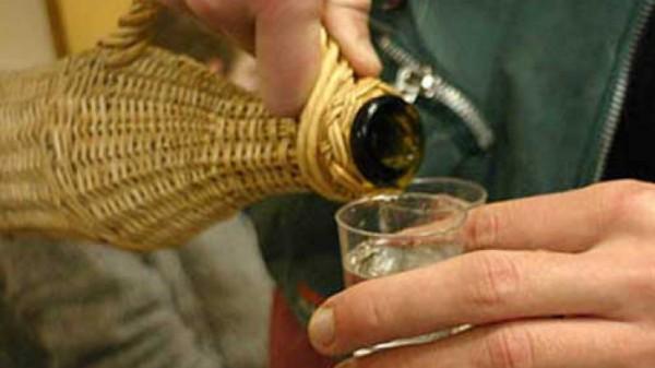 Tuica de prune, Foto: ideiromanesti.blogspot.com