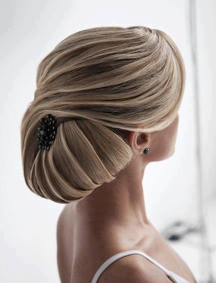 Coafura eleganta pentru rochie de seara, Foto: hestyle360.blogspot.ro