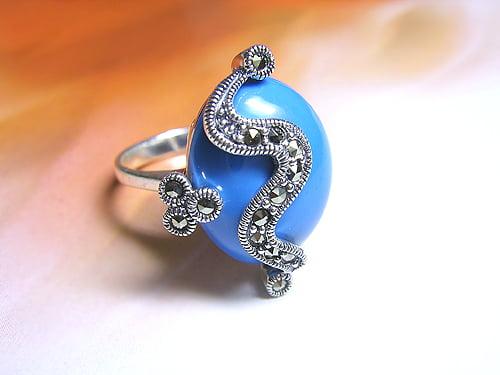 Inel din aur alb cu piatra albastra, Foto: thebestfashionblog.com