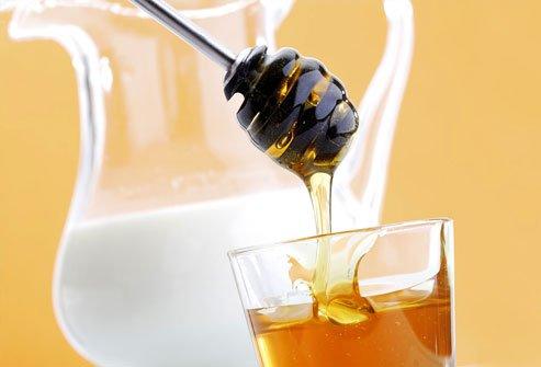 Lapte cu miere de albine, Foto: baretribe.blogspot.ro