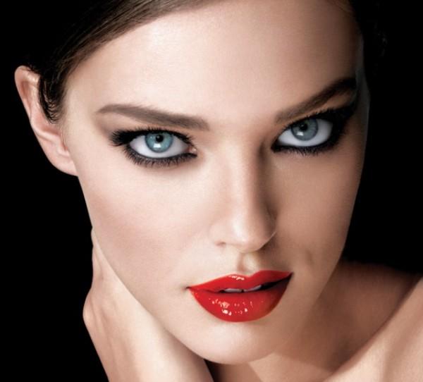 Machiaj strident pentru femei cu ochi albastri, Foto: fashiondivadesign.com