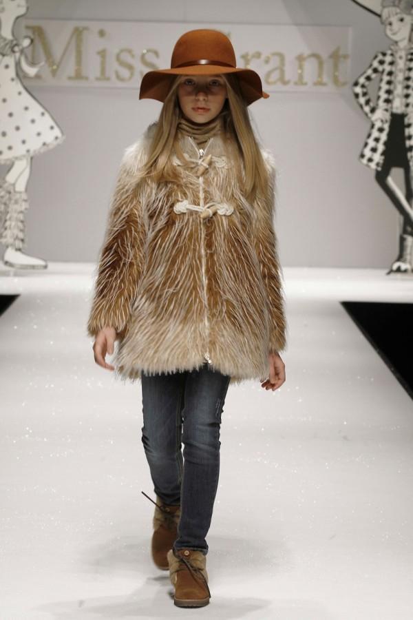 Paltonas gen suba pentru fetite, Foto: arab47.com