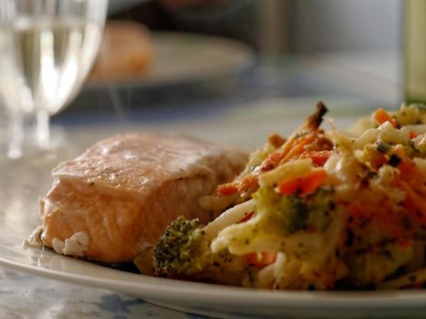 Peste oceanic ce are Omega-3 si garnitura de legume