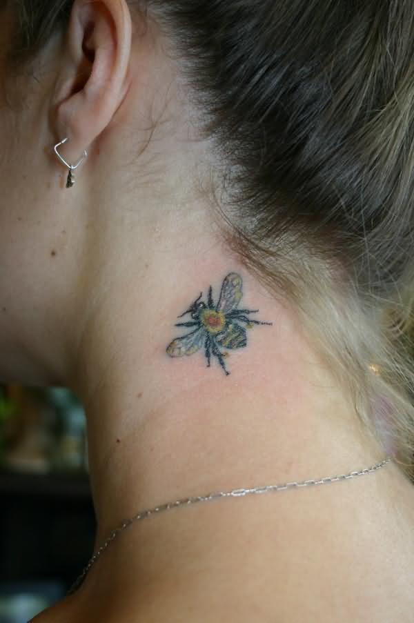 Tatuaj in forma de albina, Foto: fashionstyleonsundays.blogspot.ro