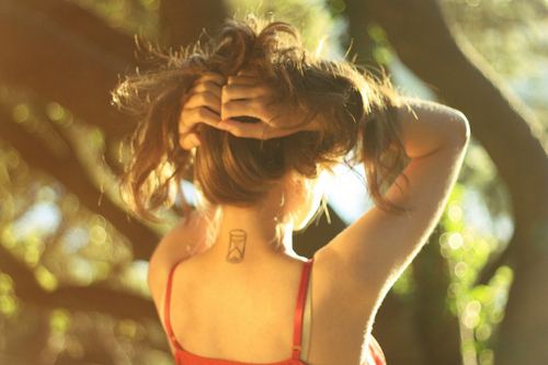 Tatuaj in forma de clepsidra, Foto: fashionstyleonsundays.blogspot.ro