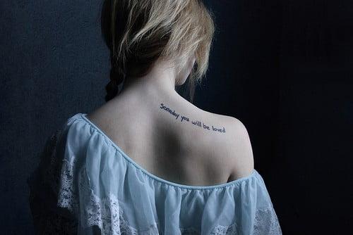 Tatuaj in forma de fraza, citat celebru., Foto: fashionstyleonsundays.blogspot.ro