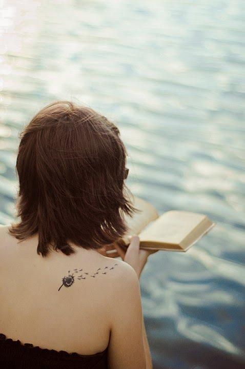 Tatuaj in forma de papadie, Foto: looloomagic.blogspot.ro
