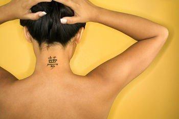 Tatuaj pentru gat, Foto: fashionstyleonsundays.blogspot.ro