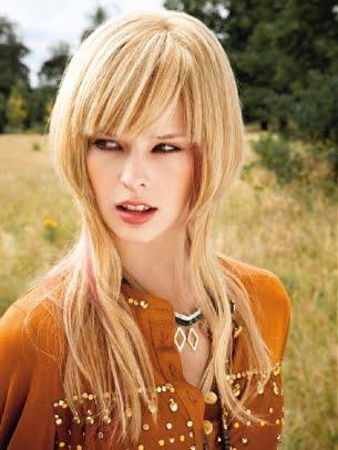 Coafura asimetrica pentru par lung blond, Foto: peinadosymaspeinados.blogspot.ro