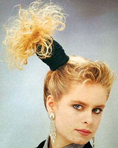 Coafura cu accesoriu in par, Foto: fashionandhairstyles.com