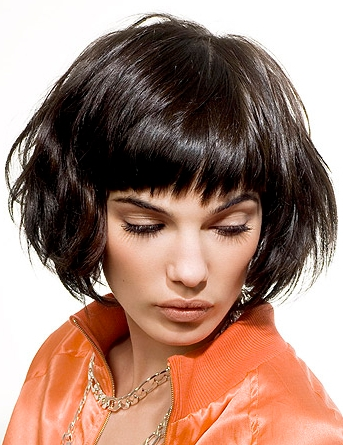 Coafura cu breton, Foto: medium-short-hairstyles.blogspot.ro