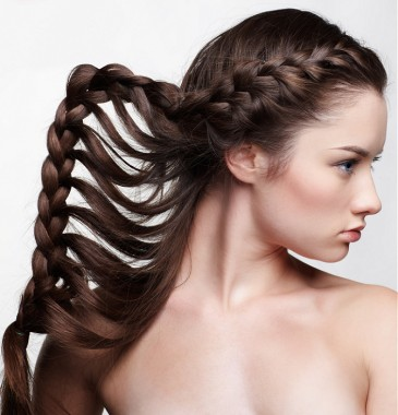 Coafura cu impletitura larga, Foto: peinadosysolopeinados.blogspot.ro