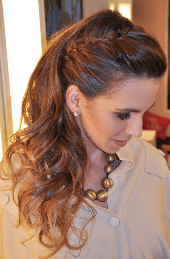 Coafura eleganta cu parul impletit in partea de deasupra capului, Foto: blogsubeauty.com.br