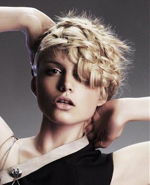 Coafura pentru femei cu parul blond, Foto: peinadosysolopeinados.blogspot.ro