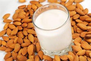 Lapte de migdale , Foto: foodstuff4u.blogspot.com