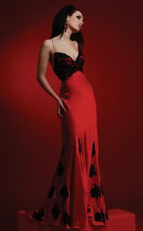 Rochie lunga rosie cu dantela neagra, Foto: kibelem.blogspot.ro