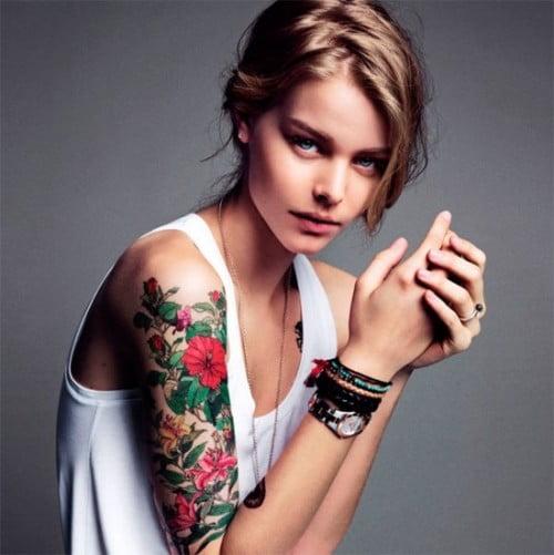 Tatuaj cu flori pentru fete, Foto: crazybodytattoos.twomini.com