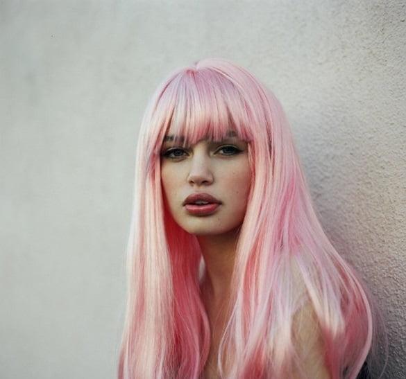 Tunsoare eleganta cu parul in nunate de roz in stil Barbie, Foto: thebestfashionblog.com